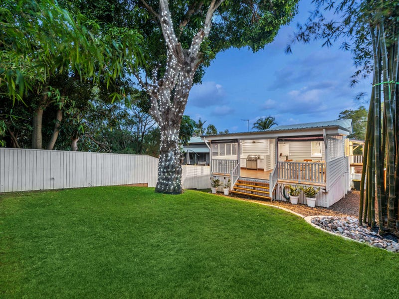 64 Riding Road, Hawthorne, Qld 4171