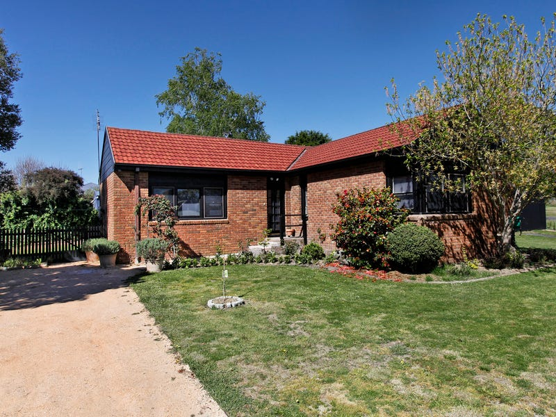 52 East Street, Woodend, Vic 3442