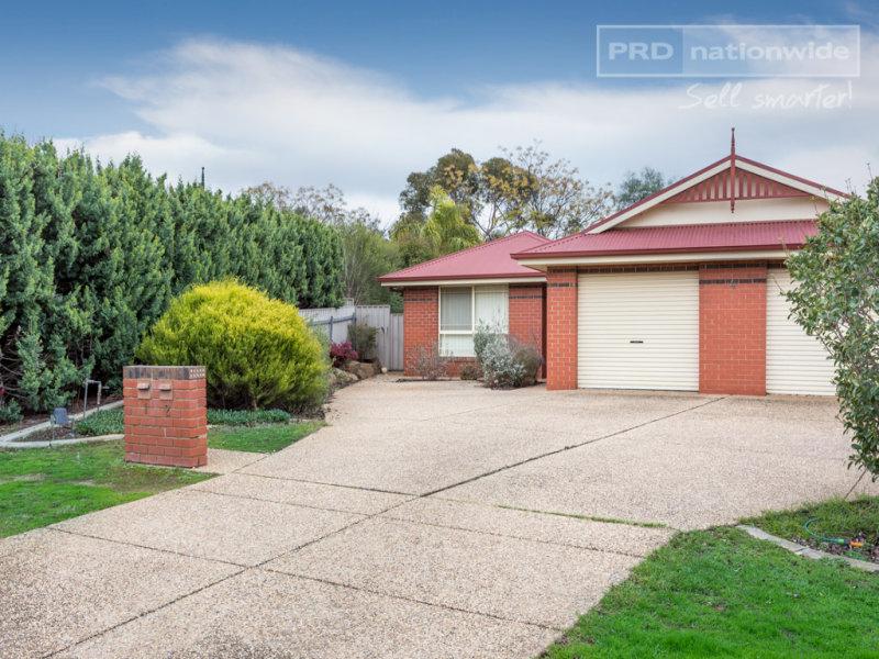 1/4 Jervis Place, Tatton, NSW 2650