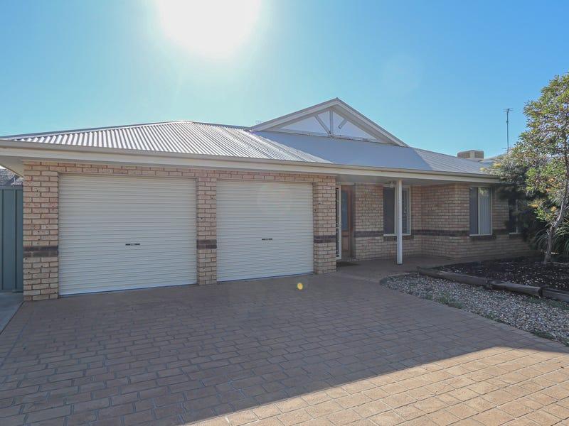 15 Lady Mary Drive, West Wyalong, NSW 2671