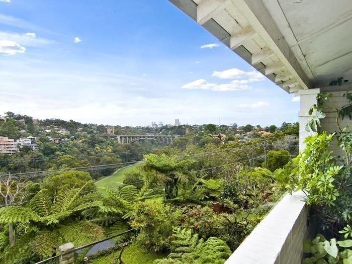 19 Upper Cliff Ave, Northbridge, NSW 2063