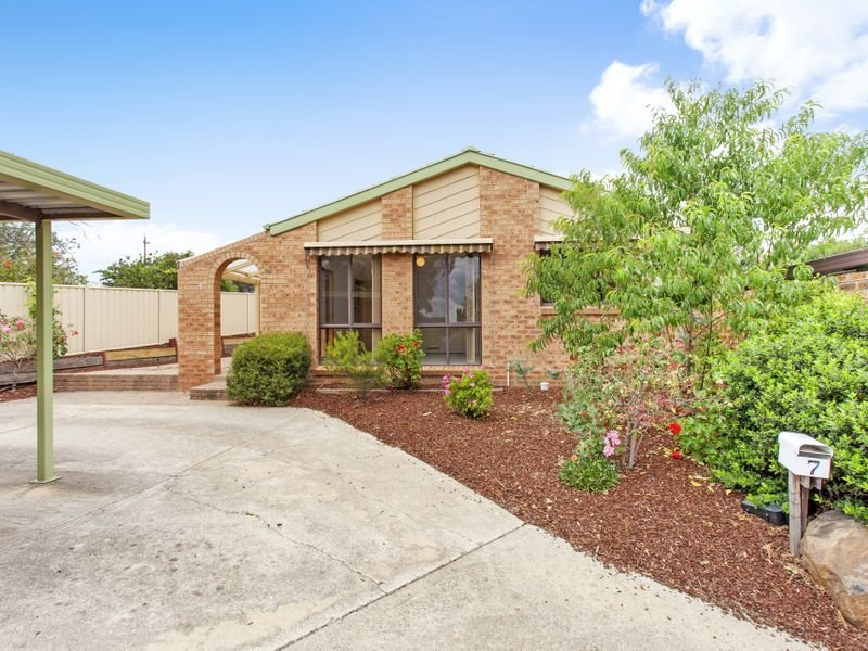 7 Macvitie Place, Macquarie, ACT 2614