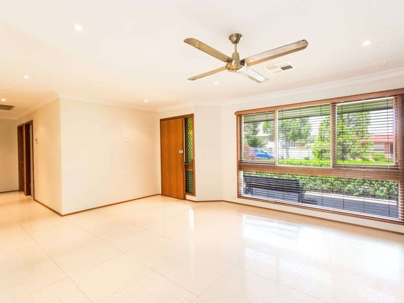 20 SELWYN PLACE, Quakers Hill, NSW 2763