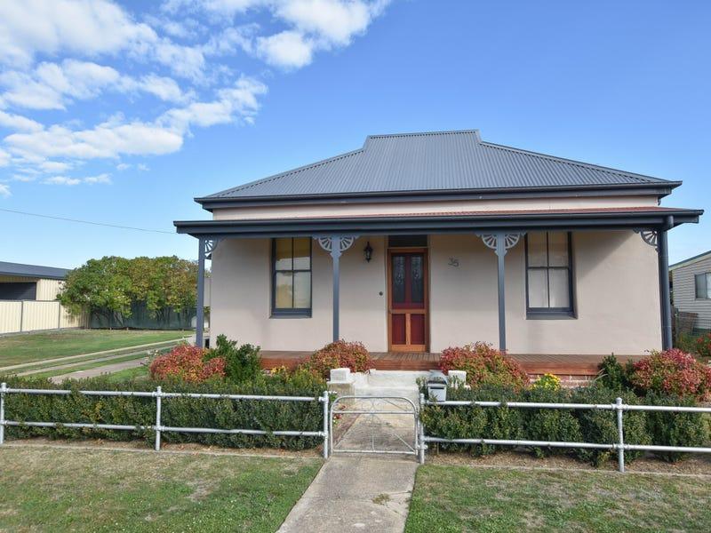 35 Burton Street, Blayney, NSW 2799