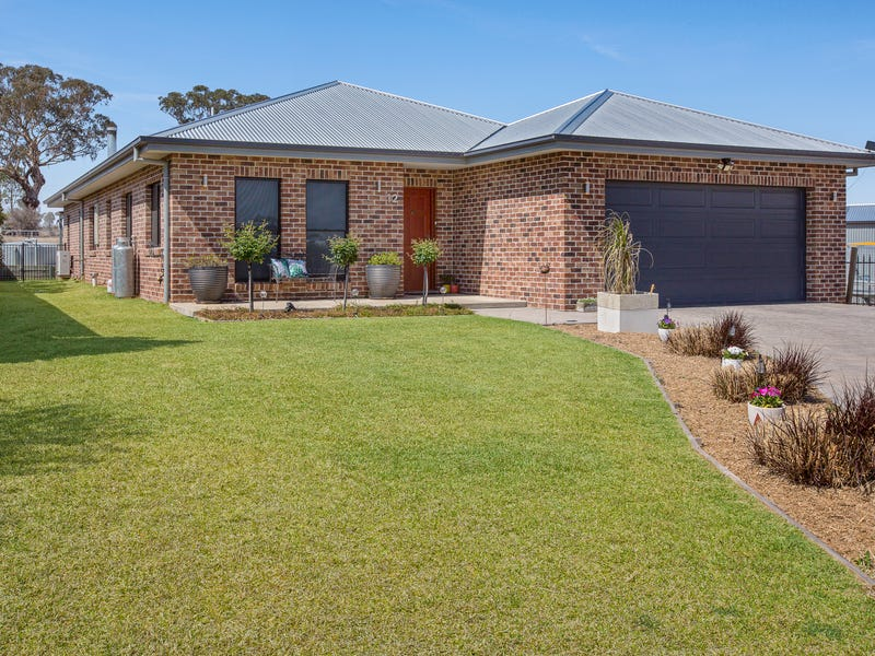 12 Karenvar Avenue, Tamworth, NSW 2340