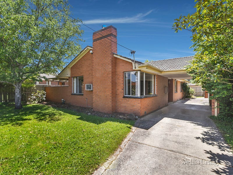 13 Russell Avenue, Woodend, Vic 3442