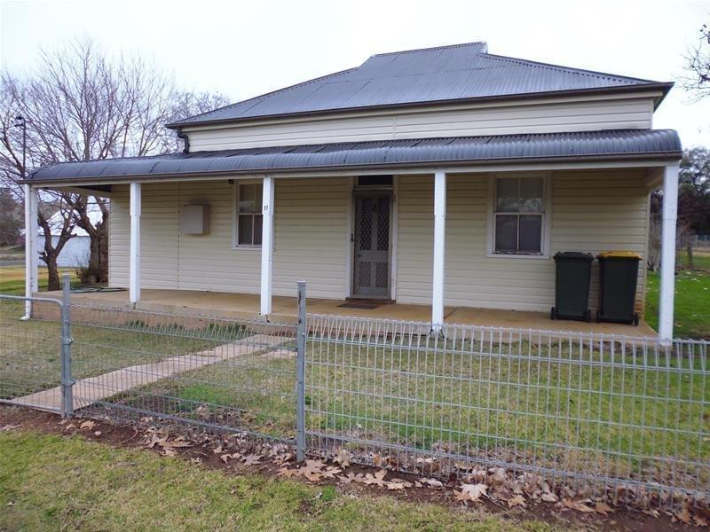 17 Stuart Street, Woodstock, NSW 2793