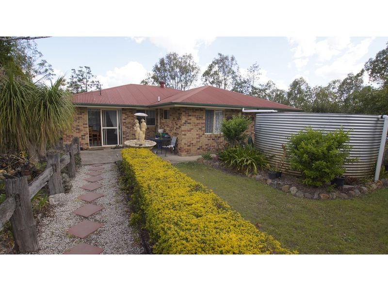 11 Topaz Crescent, Lockyer Waters, Qld 4311