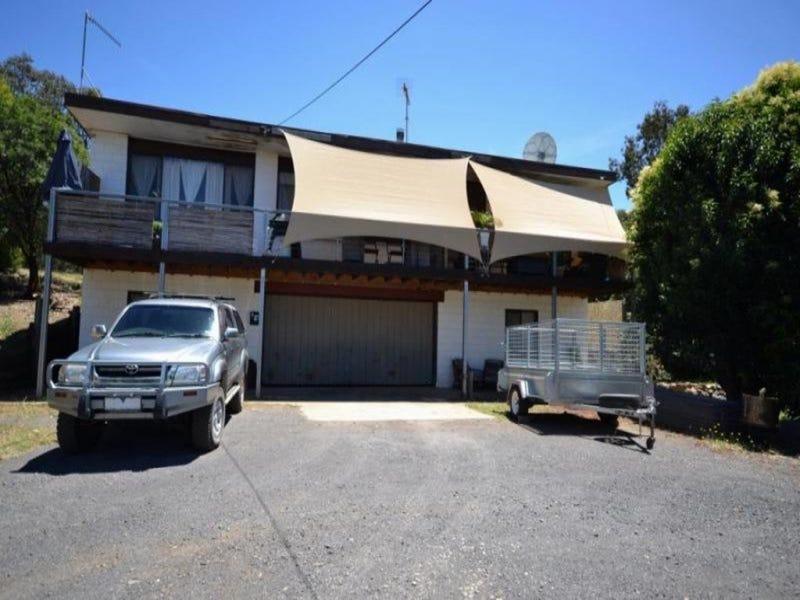 18 Hills Road, Goughs Bay, Vic 3723