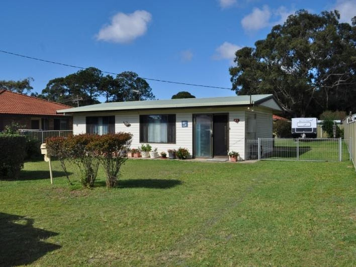 5 Third Avenue, Stuarts Point, NSW 2441