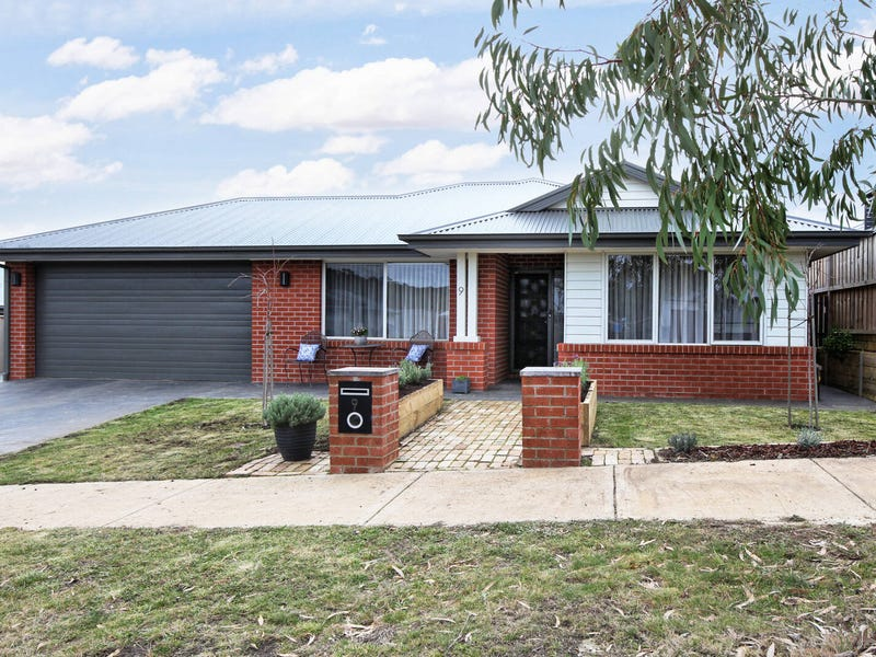 9 Doyeswood Drive, Woodend, Vic 3442