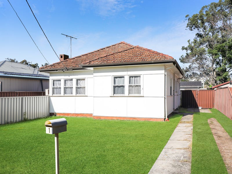 1 Maclaurin Avenue, East Hills, NSW 2213
