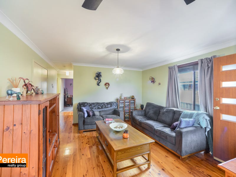 17 Euphrates Place, Kearns, NSW 2558