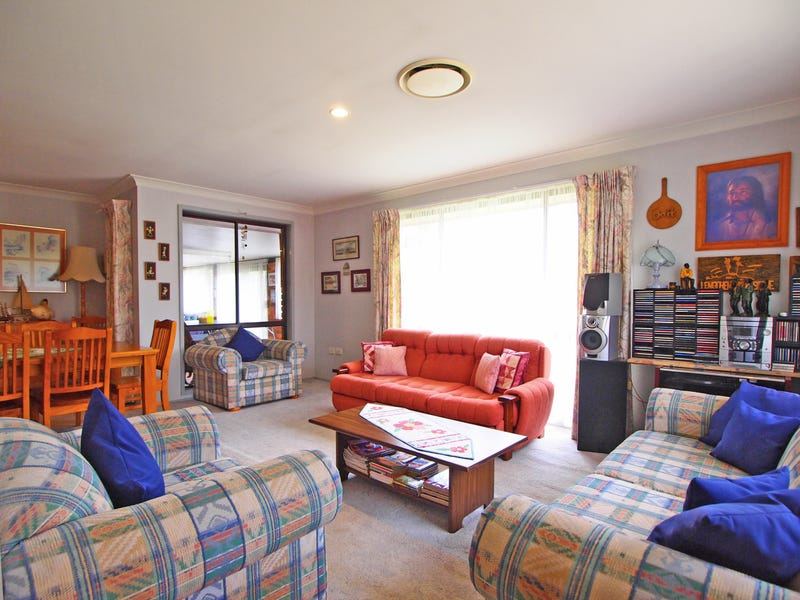 8 HENZE, Claremont Meadows, NSW 2747