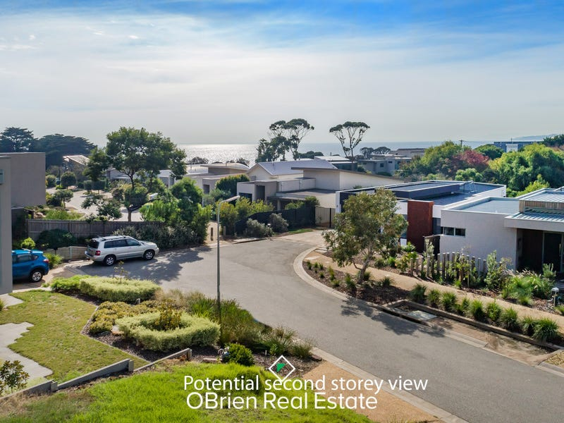 8 Flame Tree Grove, Mornington