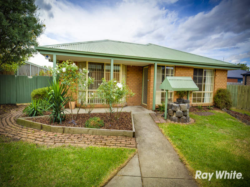 3 Falcon Place, Pakenham, Vic 3810