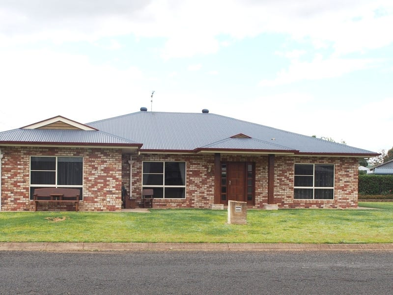 12 Grand Street, Pittsworth, Qld 4356