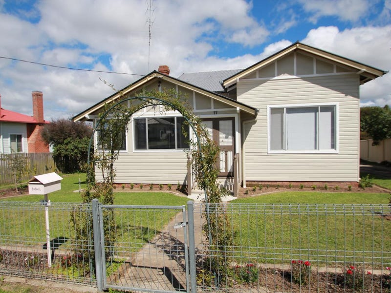 17 Railway Street, Tenterfield, NSW 2372