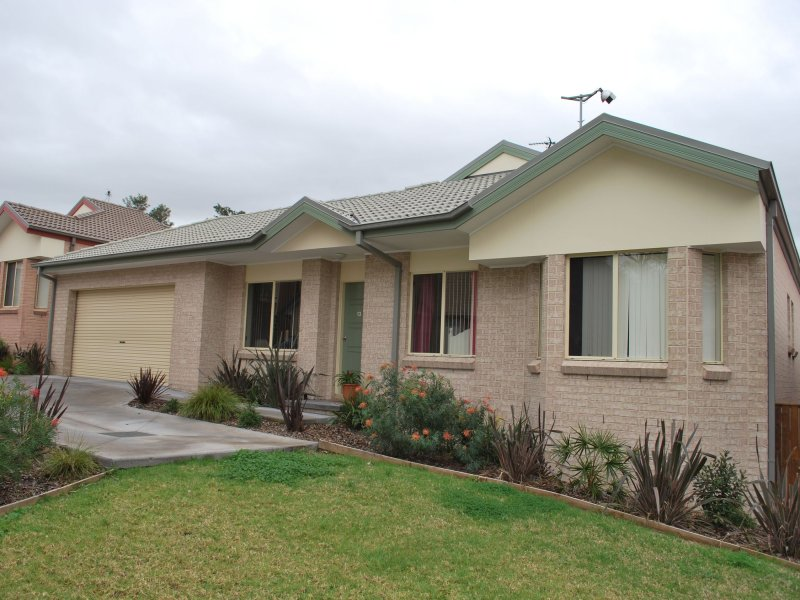 13/4 Forest Grove Drive, Kanahooka, NSW 2530
