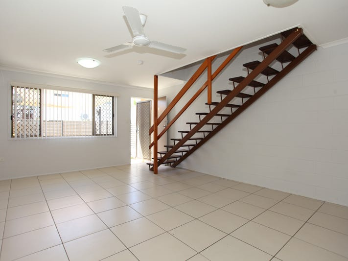2/1 Cumberland Avenue, Slade Point, Qld 4740