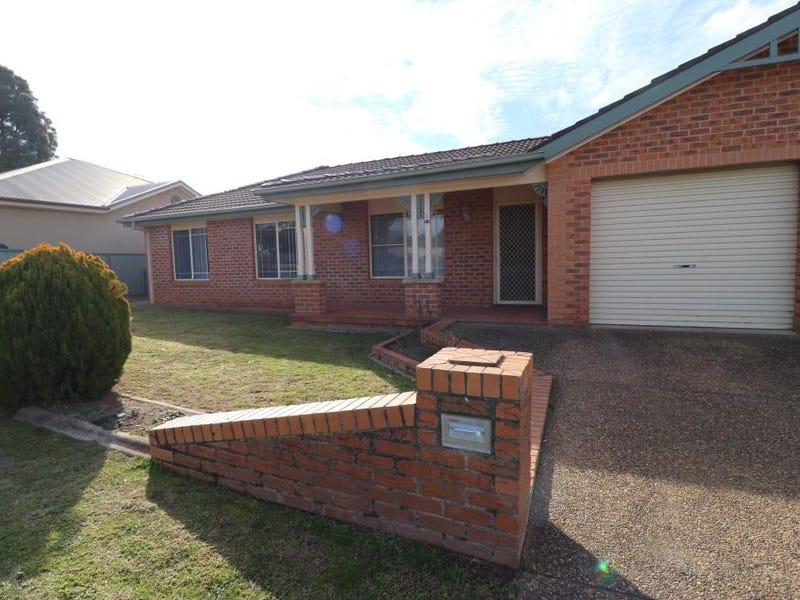 1/19 BERTHONG STREET, Young, NSW 2594