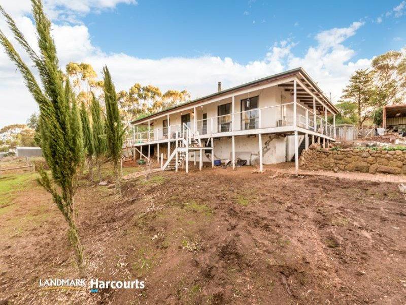 10 Carpenters Road, Shelford, Vic 3329
