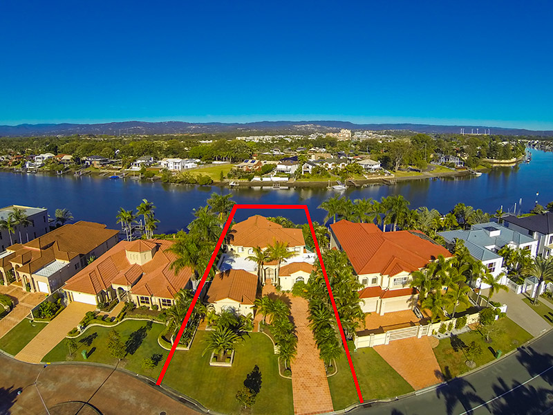 13 Sir Bruce Small Blvd, Benowa Waters, Qld 4217