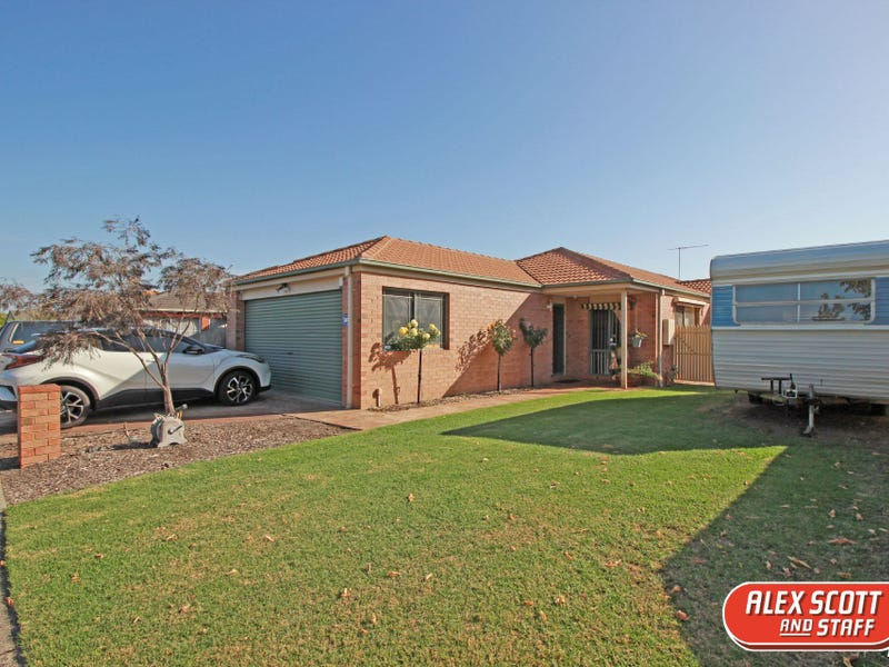 9 CLAREMONT GLEN, Berwick, Vic 3806