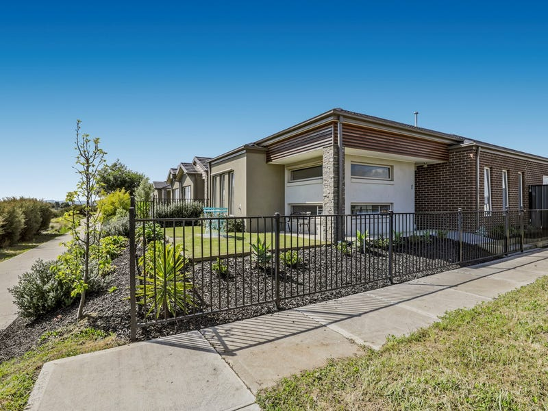 17 Comtois Lane, Clyde North, Vic 3978