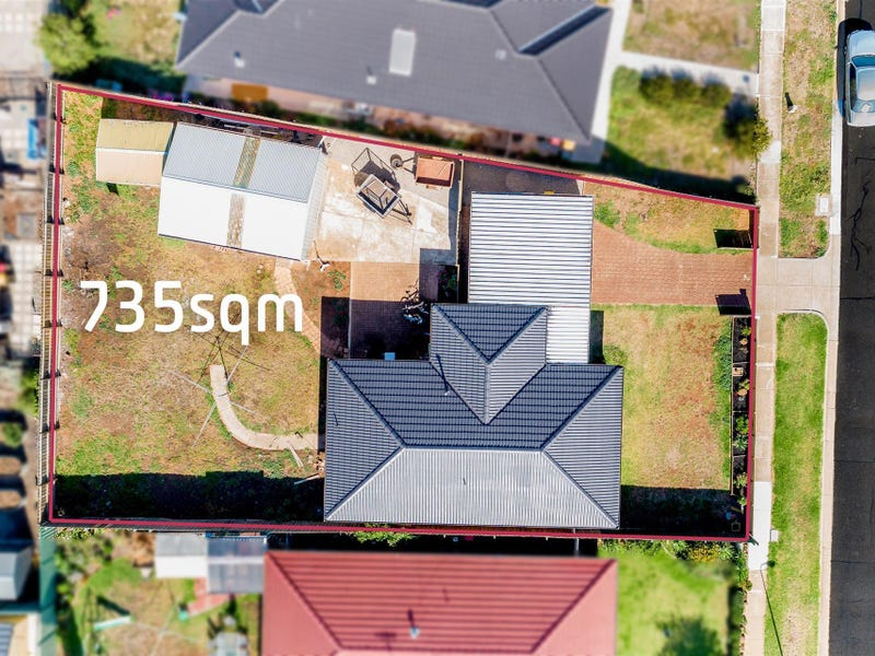 16 Chelmsford Way, Melton West, Vic 3337