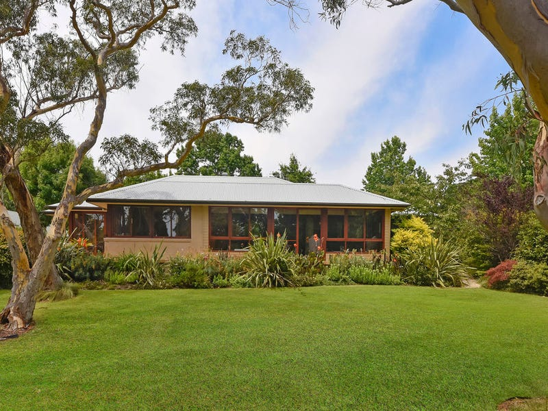 51  Toulon Ave, Wentworth Falls, NSW 2782