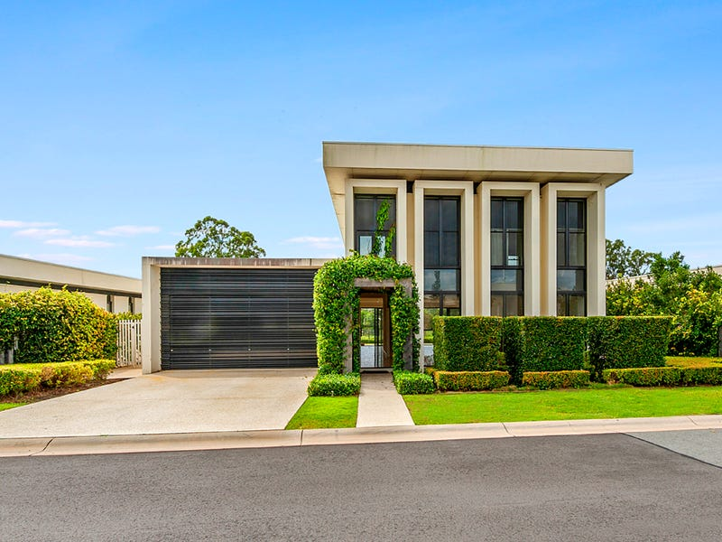 12 The Boulevard, Benowa, Qld 4217