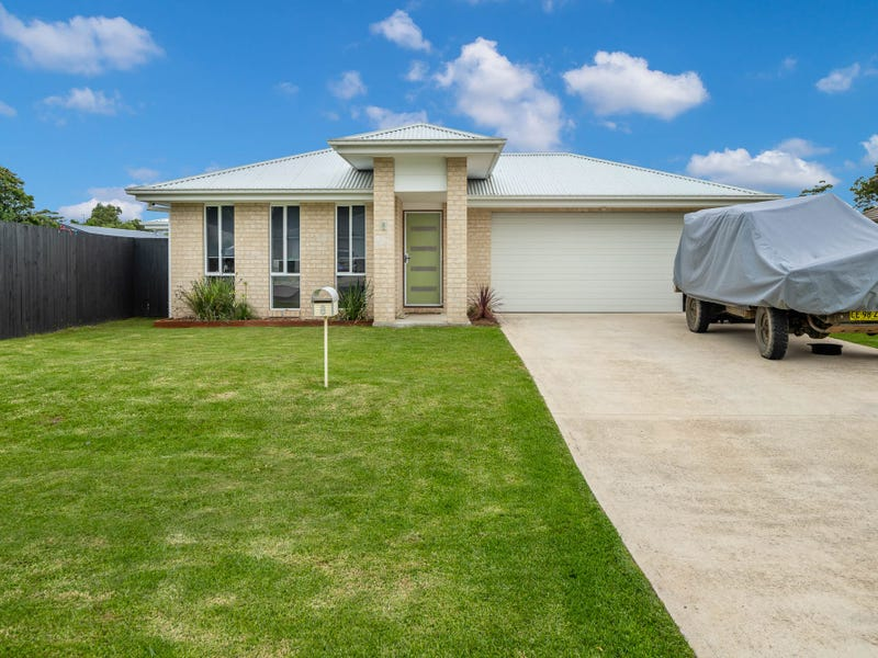 8 Martin Place, Broulee, NSW 2537