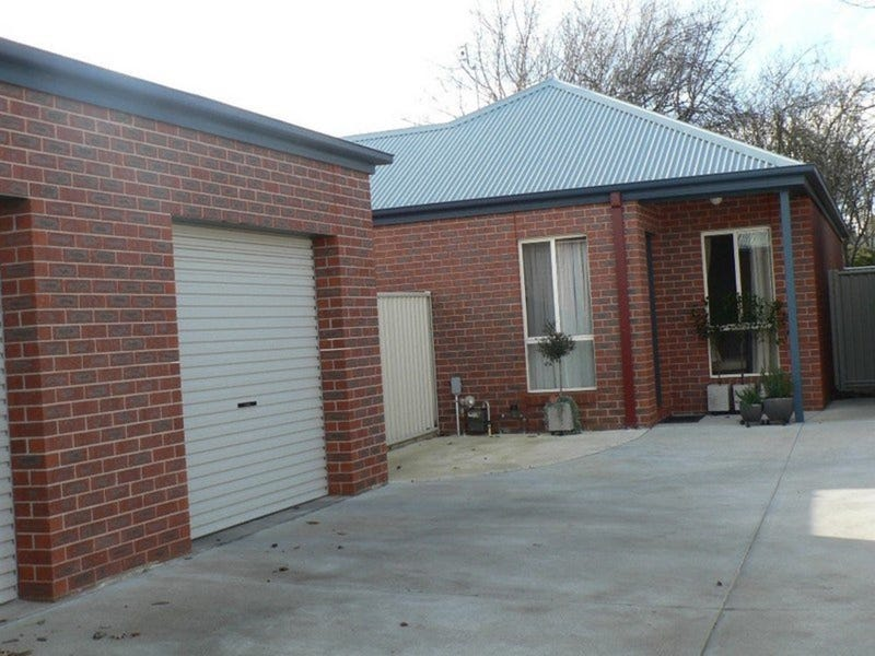 2/514 Armstrong Street North, Soldiers Hill, Vic 3350