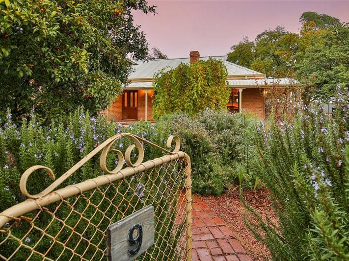 9 Rodwells Road, Birdwoodton, Vic 3505