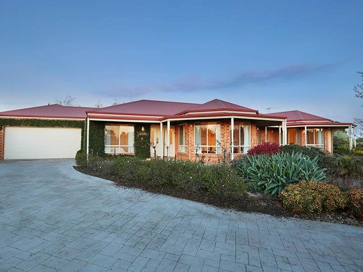 4 Valley View Grove, Melton West, Vic 3337