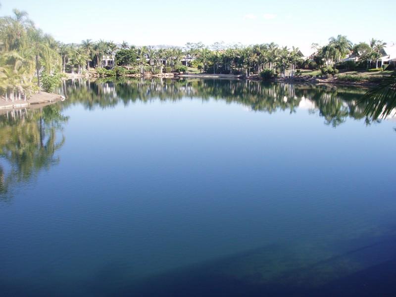 2/125 Santa Cruz Blvd, Clear Island Waters