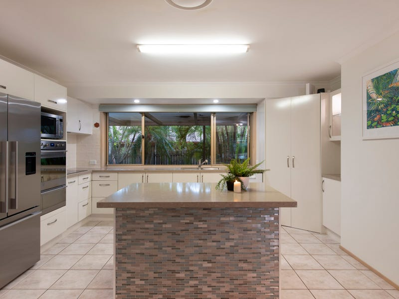 30 Gibson Crescent, Bellbowrie, Qld 4070