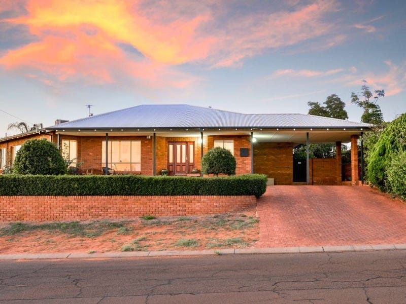 8 Sheed Place, Hannans