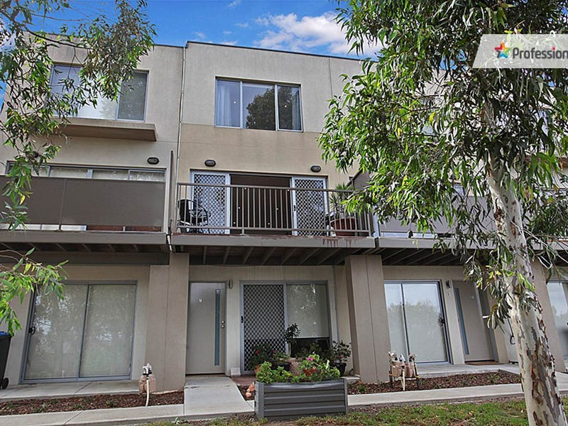 9/1 Clearwater Rise Parade, Truganina, Vic 3029