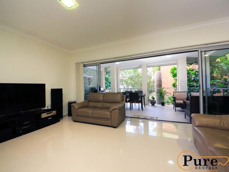 4/26 Embie Street, Holland Park West