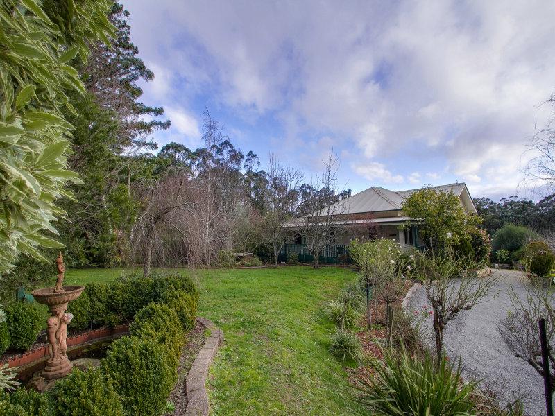 37 Rainy Hill Road, Cockatoo, Vic 3781