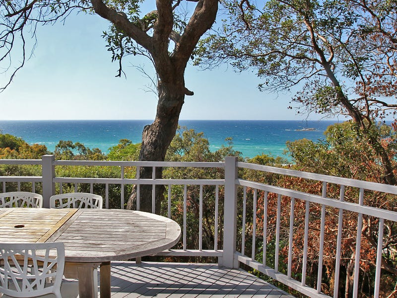 35 Tramican Street, Point Lookout, Qld 4183