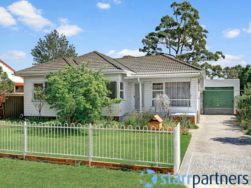 7 Christie St, Minto, NSW 2566