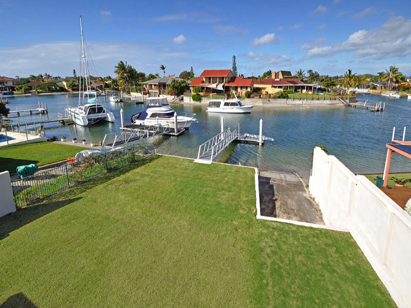 30 Hume Parade, Paradise Point, Qld 4216
