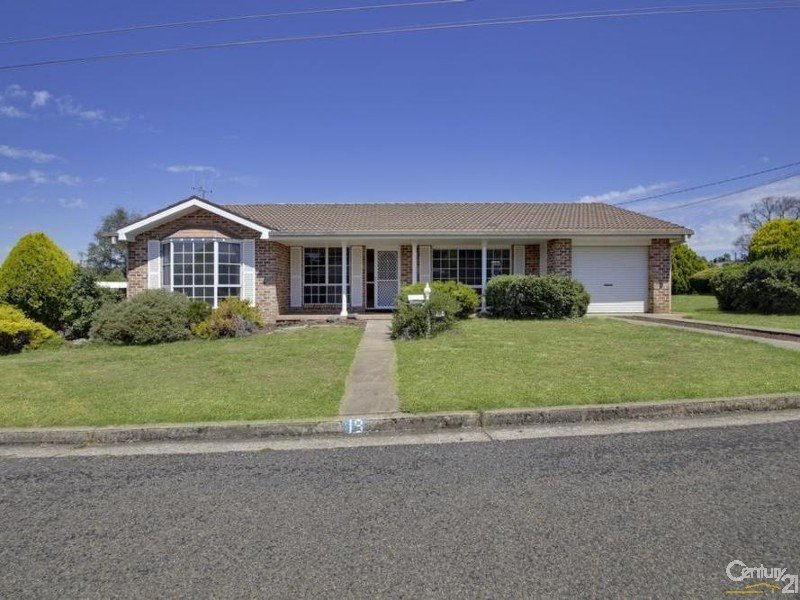19 Crown Street, Crookwell, NSW 2583