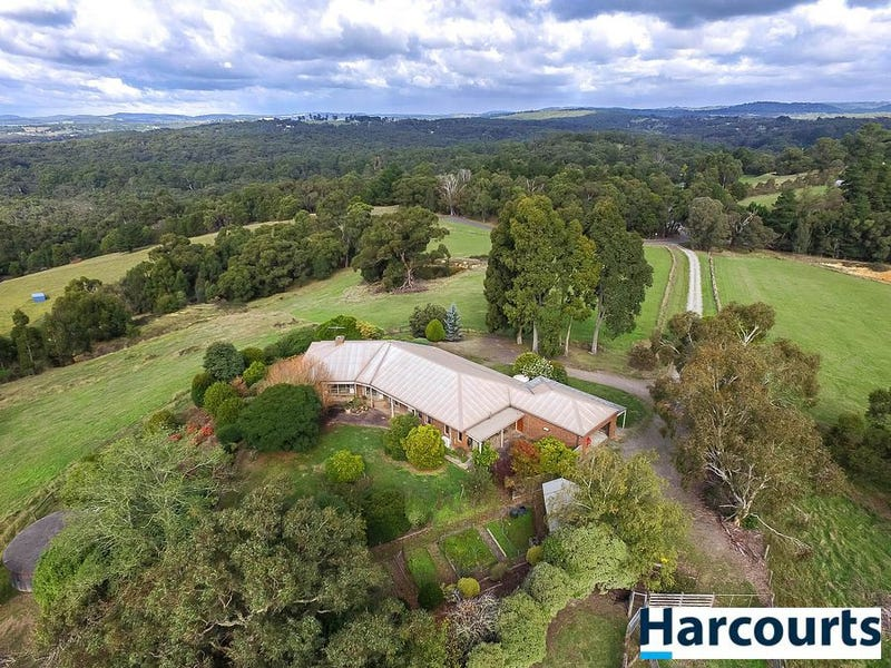 16 Eleanor Drive, Silvan, Vic 3795