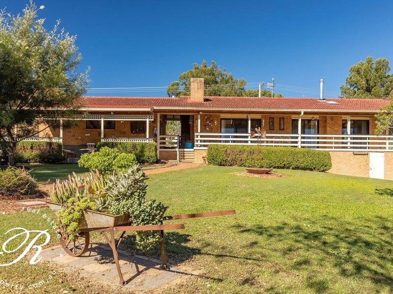 11 Memorial Avenue, Stroud, NSW 2425