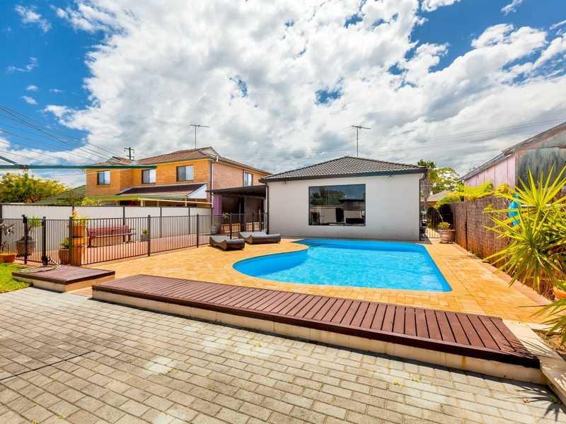 10 Como Road, Greenacre, NSW 2190