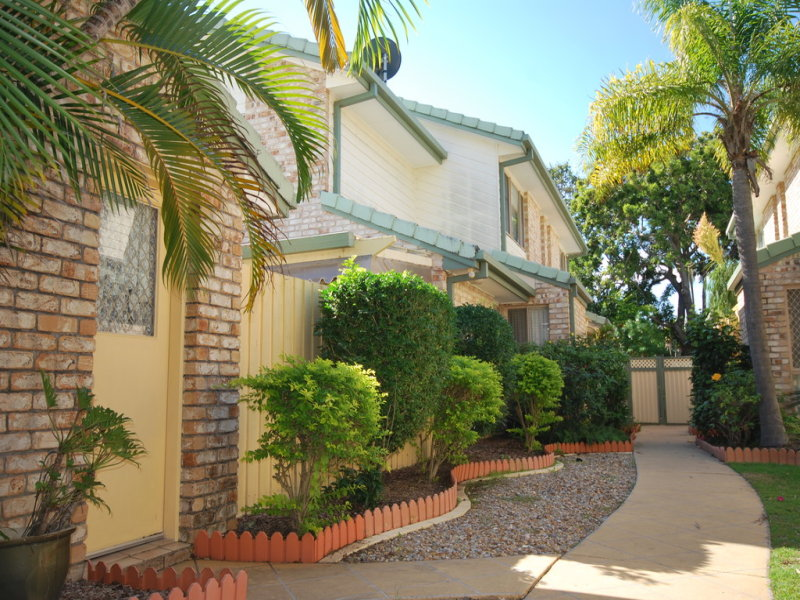 2/105 Nobby Pde, Miami, Qld 4220